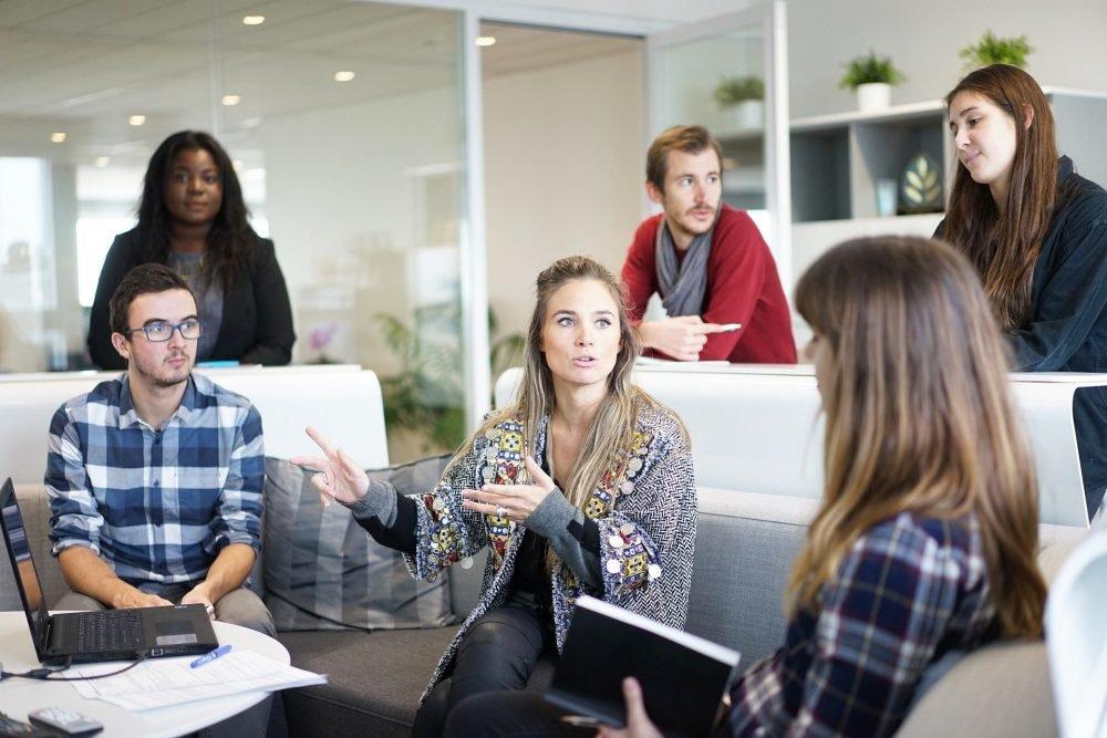 Trabajo en Equipo - reunión entre colegas