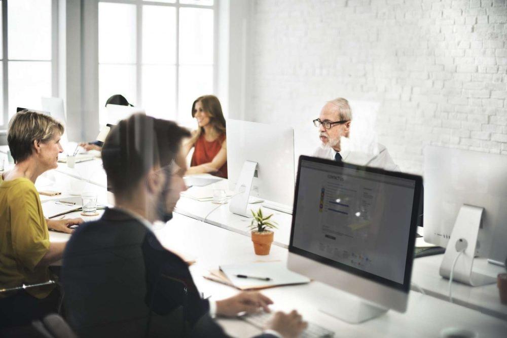 red de contacto en el coworking